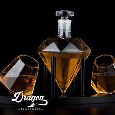 Whiskey Decanter, Whiskey Glasses, Whiskey Bottle, Cigars And Whiskey, Whisky, Fun Drinks, Alcoholic Drinks, Whiskey Lounge, Honey Packaging