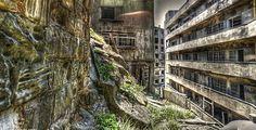 """Ilha abandonada de Hashima / Google Street View. Estudo prevê """"aniquilação"""" de 896 municípios no Japão por falta de população"""