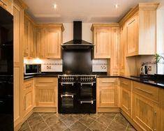 100 Küchen Designs – Möbel, Arbeitsplatten und zahlreiche Einrichtungslösungen - holz eingebaut küche möbel kochherd schwarz