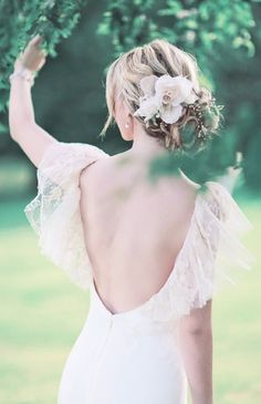 gorgeous wedding dress and hairstyle