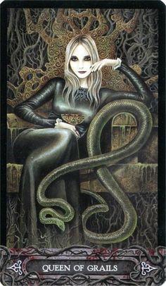 Tarot of Vampyres ► Queen of Grails