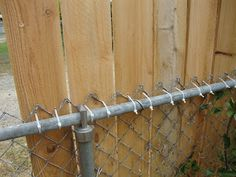 Create a zip tie fence. Zip tie cedar planks to a chain link fence for a fast and easy privacy fence – but be sure to use black zip ties which are made for outdoor use. Create a zip tie fence. Privacy Fence Landscaping, Backyard Privacy, Privacy Fences, Diy Fence, Backyard Fences, Backyard Landscaping, Fenced Yard, Landscaping Ideas, Garden Privacy