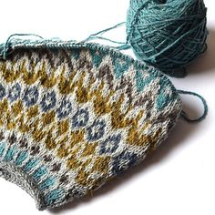 Ravelry: Lovewool-Knits' Sweet Dreams lots of useful info on top down knitting Fair Isle Knitting Patterns, Crochet Patterns, Icelandic Sweaters, How To Purl Knit, Yarn Brands, Yarn Colors, Crochet Yarn, Graphic, Knitted Hats