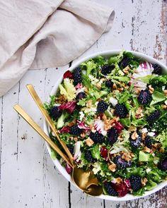 Nestíháte, nevíte, co vařit a potřebujete poradit? Dáme vám inspiraci na zdravé rychlé obědy, po kterých nepřiberete a zvládne je každý. Waldorf Salat, Vegetarian Recipes, Healthy Recipes, What You Eat, Vegetable Pizza, Acai Bowl, Side Dishes, Salads, Clean Eating