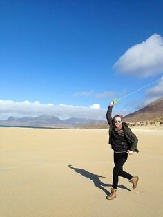 In March 2017 Graham and I, along with our friends Jo and Michael, flew to Harris in the Outer Hebrides to join our friends John and Maria at a stunning holida Isle Of Harris, Outer Hebrides, Kite Flying, Photo Story, About Me Blog, Mountains, Beach, Travel, Viajes