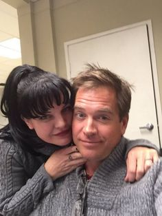 Michael Weatherly is leaving NCIS after 13 seasons and the fans are falling apart at the seams. The current season ends in April and that is when Tony DiNozzo