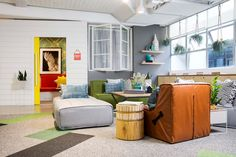 for its latest office in sydney, australia, airbnb commissioned local boutique design firm the bold collective to create a vibrant and comfortable workplace.