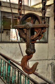 """pulley-for inspiration when making """"Fun Factory"""" looking items I love the rust on this! Rusted Metal, Metal Art, Rust Never Sleeps, Photo Deco, Rust In Peace, Industrial Photography, Pulley, Dieselpunk, Rustic Charm"""
