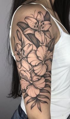 foot tattoos for women flowers Henna Tattoo Arm, Tropisches Tattoo, Tattoo Band, Piercing Tattoo, Body Art Tattoos, Piercings, Tattoos Skull, Tatoos, Tattoos For Women Flowers