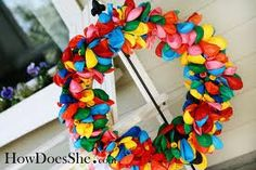 Ballon wreath-really like this idea...would be cute with the age hanging in the middle. Great idea for yearly pictures.