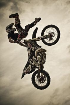 Freestyle motocross i love dirt bike Cool Dirt Bikes, Mx Bikes, Ktm Dirt Bikes, Sport Bikes, Ducati, Triumph Motorcycles, Cars And Motorcycles, Custom Motorcycles, Bike Wall