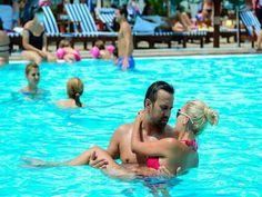 Bucharest Pool Beach Party #stagdo #bucharest #poolparty Bucharest, Beach Party, Palm Trees, Have Fun, Party Ideas, Activities, City, Outdoor Decor, Summer