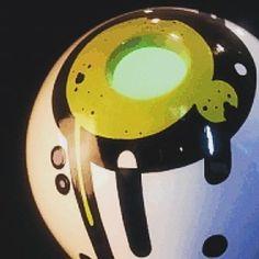 "Detalhe da luminária ""fun.tomas"", criação PVMW.  Priscila Vannucchi & Marcos Wolff Objetos de Arte  site: www.pvmw.com loja: www.lojapvmw.com facebook: facebook.com/lojapvmw instagram: instagram.com/pvmw.objetos.de.arte/  #pvmw #lojapvmw #design #art #arte #toyart #sp #decoration #decor #ceramics #artwork #urbanart #saopaulo #streetart #brasil #brazil #architecture #archilovers #handmade #luminaria #lamp"