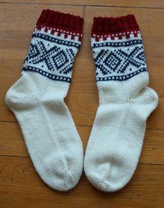 Crochet Socks, Knit Socks, Knitting Socks, Mitten Gloves, Mittens, Norwegian Knitting, Knits, Knitting Patterns, Inspiration