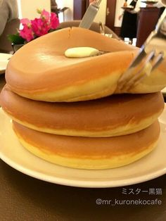 Japanese fluffy pancakes! These look sooo yummm