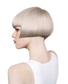 """Awesome futuristic version of a Shingle Bob. Mid cheek length, like the original. So clean. You can see a very shallow and sharp triangular """"Shingle."""" Very subtle and sublime. Bob Hairstyles 2018, Short Hairstyles For Women, Vintage Hairstyles, Casual Hairstyles, Medium Hairstyles, Curly Hairstyles, Very Short Bob, Short Blunt Bob, Short Hair Cuts"""
