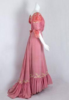 Edwardian Clothing at Vintage Textile: #1411 belle Epoque gown