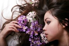 A great website with tons of hair remedies and DIY. Tips, list and recipes of herbs and natural oils to grow hair, hair mask, hot oil, homemade shampoo and conditioner Organic Shampoo, Natural Shampoo, Natural Oils, Homemade Face Masks, Homemade Skin Care, Homemade Shampoo And Conditioner, Ghd Hair Straightener, Swimming Hairstyles, Hair Serum