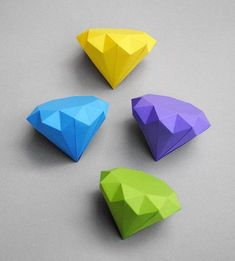 If you haven't tried origami yet, you're really missing out! Here are six of the best origami craft tutorials to get you started. Paper Diamond, Diamond Origami, Origami Paper, Diy Paper, Diy Origami, Origami Garland, Origami Wall Art, Craft Tutorials, Craft Projects