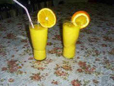 Retete cu margareta cismasiu: Smoothie de portocale cu ghimbir Rubber Rain Boots, Smoothie, Tableware, Dinnerware, Tablewares, Smoothies, Dishes, Place Settings