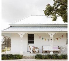 Trelawney house mudgee - 5 bed self catering. Modern Farmhouse, Farmhouse Style, White Farmhouse, Farmhouse Shutters, Farmhouse Front, Blueberry Home, Turbulence Deco, Rural Retreats, Deco Boheme