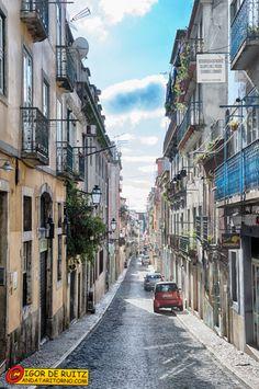 Lisbona - Il pittoresco Barrio Alto.