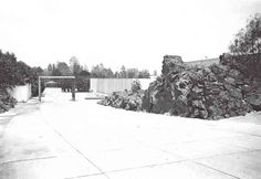 Acceso principal, Jardines del Pedregal, México DF c.1950 Arq. Luis Barragán Foto: Juan Guzmán Main entrance gate, Jardines del Pedregal, Mexico City c.1950