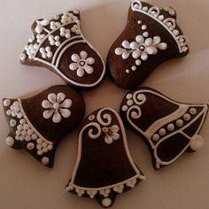 Zvoneček na stromeček sada 5 ks / Zboží prodejce Cookies Decorados, Galletas Cookies, Iced Cookies, Christmas Cookies, Christmas Mood, Christmas Desserts, Christmas Treats, Christmas Baking, Gingerbread Decorations