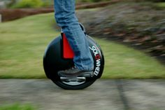 """The Solowheel This self-balancing unicycle claims to be the """"smallest, greenest, most convenient People Mover ever invented."""" The gyro-stabilized electric unicycle sure looks to be both fun and functional Clever Gadgets, Gadgets And Gizmos, Tech Gadgets, Awesome Gadgets, Cool Technology, Technology Gadgets, Tricycle, Self Balancing Unicycle, Monocycle"""