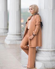 atalaraleyna Modern Hijab Fashion, Islamic Fashion, Abaya Fashion, Muslim Fashion, Work Fashion, Modest Fashion, Fashion Dresses, Casual Hijab Outfit, Hijab Chic