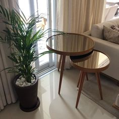 Mesa Retro, Living Room Designs, Living Room Decor, Furniture Decor, Furniture Design, House Plants Decor, House Rooms, Dining Table, Table Decorations