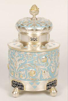 Fabergé silver, parcel-gilt, enamel tea caddy, Moscow, Beleef cultuurhistorie met high tea: www. Perfumes Vintage, Antique Perfume Bottles, Tea Caddy, Tea Tins, Beautiful Perfume, Faberge Eggs, Objet D'art, Tea Accessories, Arts And Crafts