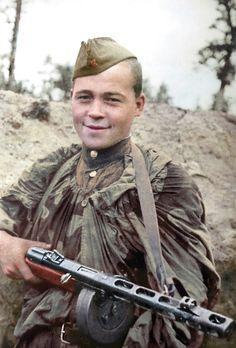 https://flic.kr/p/LysaUr | Red army soldier with Shpagin PPSh submachine gun,foto: Timofey Melnik | Портрет красноармейца-автоматчика с пистолетом-пулемётом системы Шпагина (ППШ). Фото: Тимофей Мельник