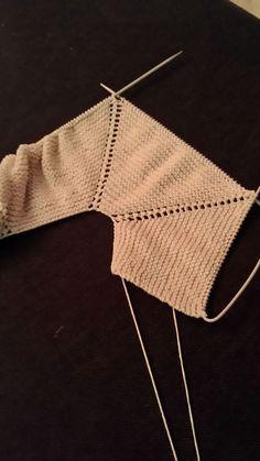 Baby Knitting Patterns, Baby Sweater Knitting Pattern, Knitted Baby Cardigan, Toddler Sweater, Knitting For Kids, Crochet For Kids, Diy Crochet, Crochet Baby, Brei Baby