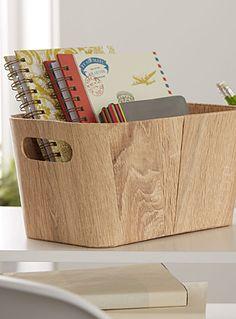 L'élégance rustique d'une paille texturée qui recrée le grain du bois blond…