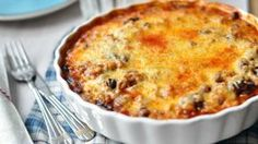 Ez lesz a hét kedvence: sütőben sült chilis bab rengeteg sajttal Cheddar, Quiche, Macaroni And Cheese, Chili, Bacon, Muffin, Food And Drink, Menu, Favorite Recipes