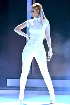 Iggy Azealia performs in all-white at the People's Choice Awards. Click to see our 13 best dressed picks!