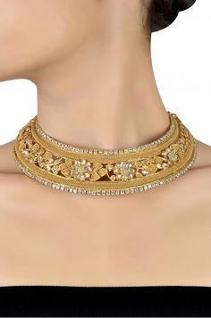 What's essential is that your precious jewelry compares with your clothing. Your jewelry is the finishing discuss your total appearance. Make your style statement count! Gold Choker Necklace, Antique Necklace, Necklace Set, Diamond Necklaces, Bridal Jewelry, Gold Jewelry, Jewelery, Vintage Jewelry, Flower Choker