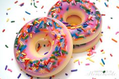 DIY Donut Scented Soap - Happiness is Homemade add a bit of freshly grated nutmeg to yellow part to smell even more like a donut! Diy Crafts For Teens, Easy Diy Crafts, Fun Crafts, Craft Ideas, Project Ideas, Art Projects, Adult Crafts, Craft Tutorials, Diy Ideas