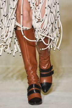 dc2177aa9 Galeria de Fotos Acerte o passo: os melhores sapatos nas tendências mais  quentes do SPFW // Foto 5 // FFW