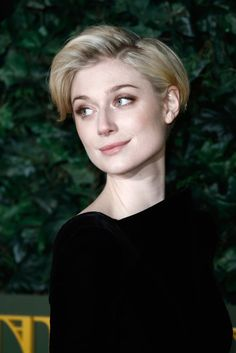 Elizabeth Debicki Photos Photos - Elizabeth Debicki attends The London Evening Standard Theatre Awards at The Old Vic Theatre on November 2016 in London, England. - The London Evening Standard Theatre Awards - Red Carpet Arrivals Evening Hairstyles, Pixie Hairstyles, Pixie Haircut, Pretty Hairstyles, Short Hair Cuts, Short Hair Styles, Elizabeth Debicki, Short Bob Haircuts, Pixie Cut