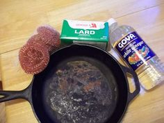 Rescue a cast iron pan from rust with vinegar! I have several cast iron pot and skillets. House Cleaning Tips, Diy Cleaning Products, Cleaning Hacks, Grill Cleaning, Cleaning Items, Cleaning Solutions, Spring Cleaning, Cleaning Supplies, Rusty Cast Iron Skillet