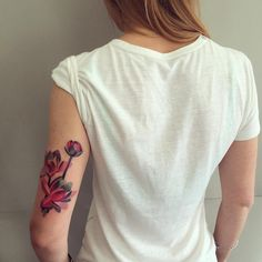 Sasha Unisex - Moscow www.tatteo.com #lotustattoo #sashaunisex #watercolortattoo #vbiproteam