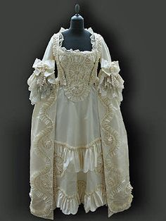 Robe a la Francaise in ivory satin