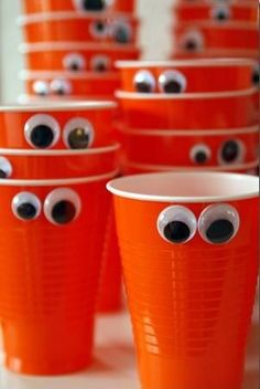 Throwing a Halloween party? Here's an easy way to decorate the simplest cups to make fun monsters!