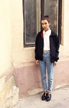 collared crop top/light wash straight leg jeans