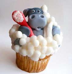 Image uploaded by cute cupcakes *. Find images and videos about cute, food and nice on We Heart It - the app to get lost in what you love. Cupcake Art, Cupcake Cookies, Cupcake Toppers, Beautiful Cakes, Amazing Cakes, Cake Pops, Cupcakes Decorados, Animal Cupcakes, Cupcake Heaven