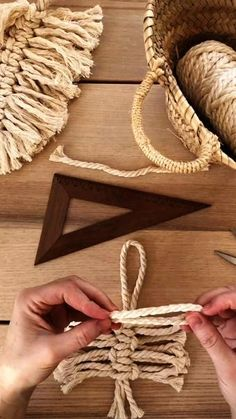 Diy Crafts For Home Decor, Diy Crafts Hacks, Diy Arts And Crafts, Diy Wall Decor, Creative Crafts, Diy Wall Art, Macrame Wall Hanging Patterns, Macrame Patterns, Rope Crafts