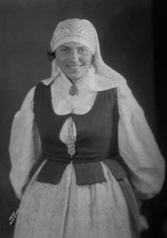Galleri NOR; Trønderdragt, Kari Utheim 1926