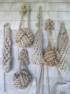 A wall of all types of different Knots! Love this! It goes with my modern sisal… Coastal Homes, Coastal Living, Coastal Cottage, Coastal Style, Coastal Decor, Seaside Style, Seaside Decor, Nautical Home Decorating, Modern Beach Decor